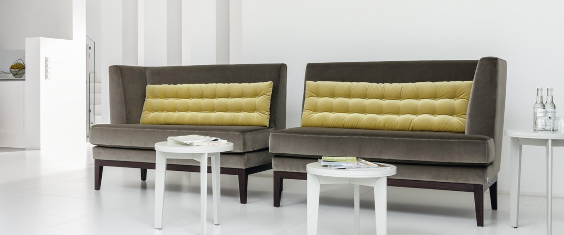 Das Sofa Polo Lounge von BW Bielefelder Werkstätten finden Sie bei Hans G. Bock auch in Braun.