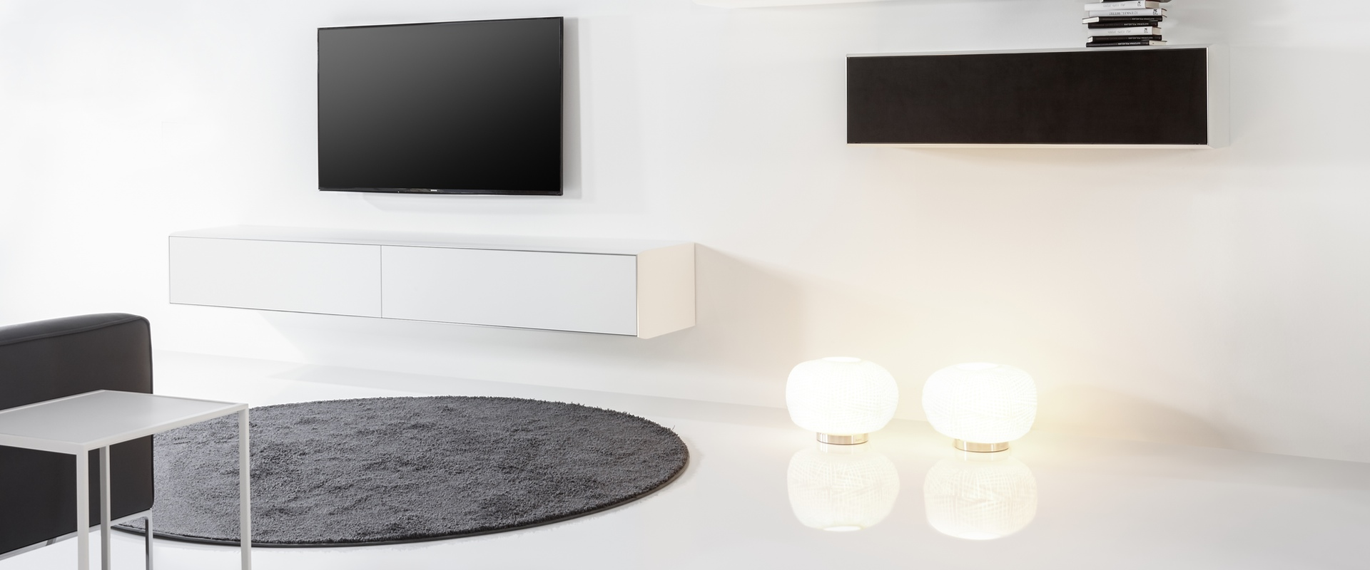 Die Serie S100 von YOMEI bei Hans G. Bock: Modern kombiniert in Schwarz und Weiß.