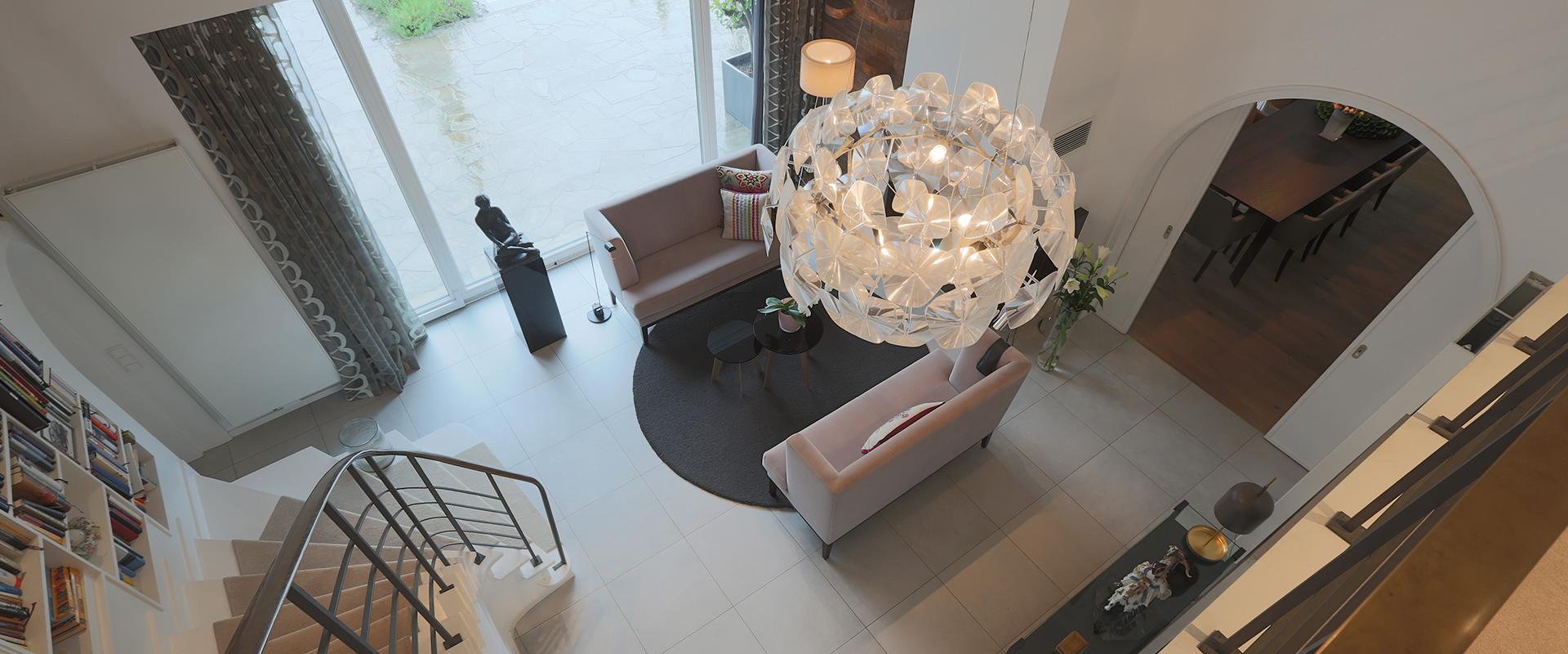 Homestory: Hans G. Bock verwandelte die Eingangshalle in ein modern-elegantes Entree.