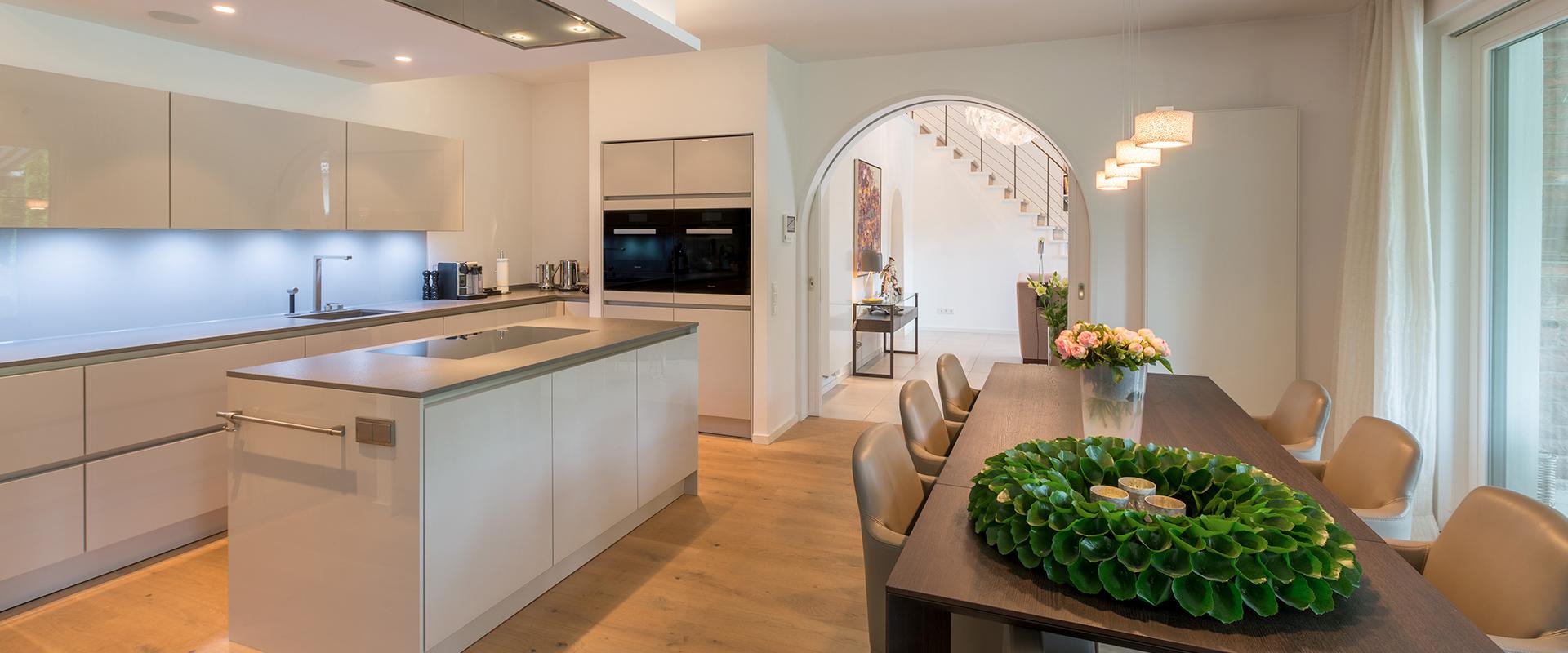 Homestory: Küche und Esszimmer wurden von Hans G. Bock an neuer Stelle installiert inklusive Neuplanung aller Leitungen und Elektrik.