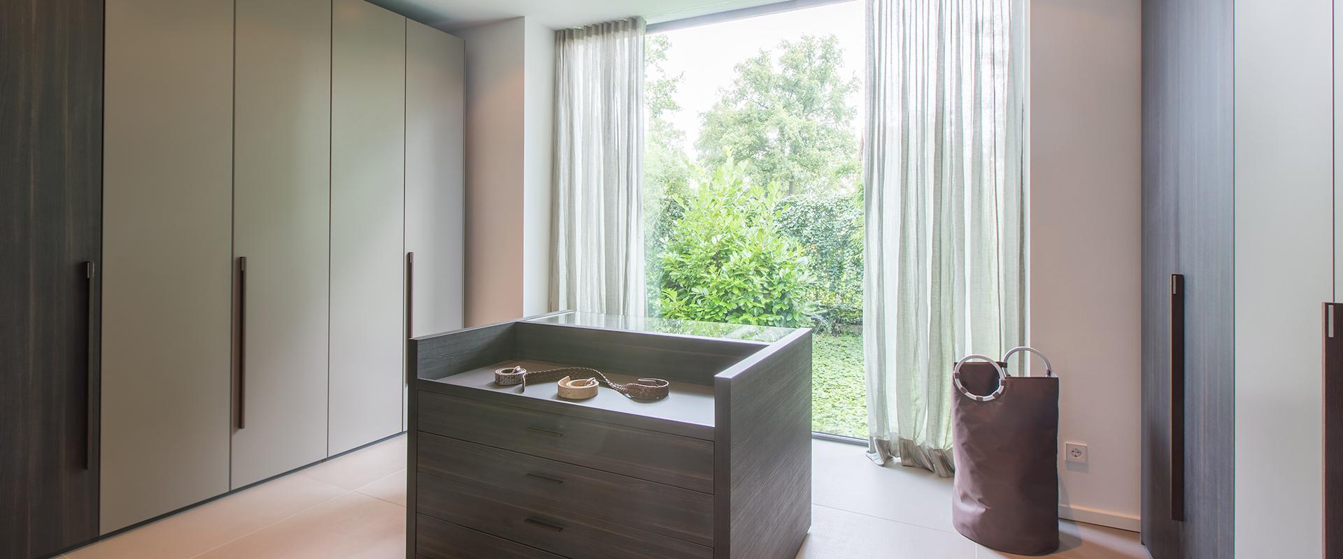 Hans G. Bock steht für hochwertige Inneneinrichtungen: Ankleidezimmer mit Schranksystemen.