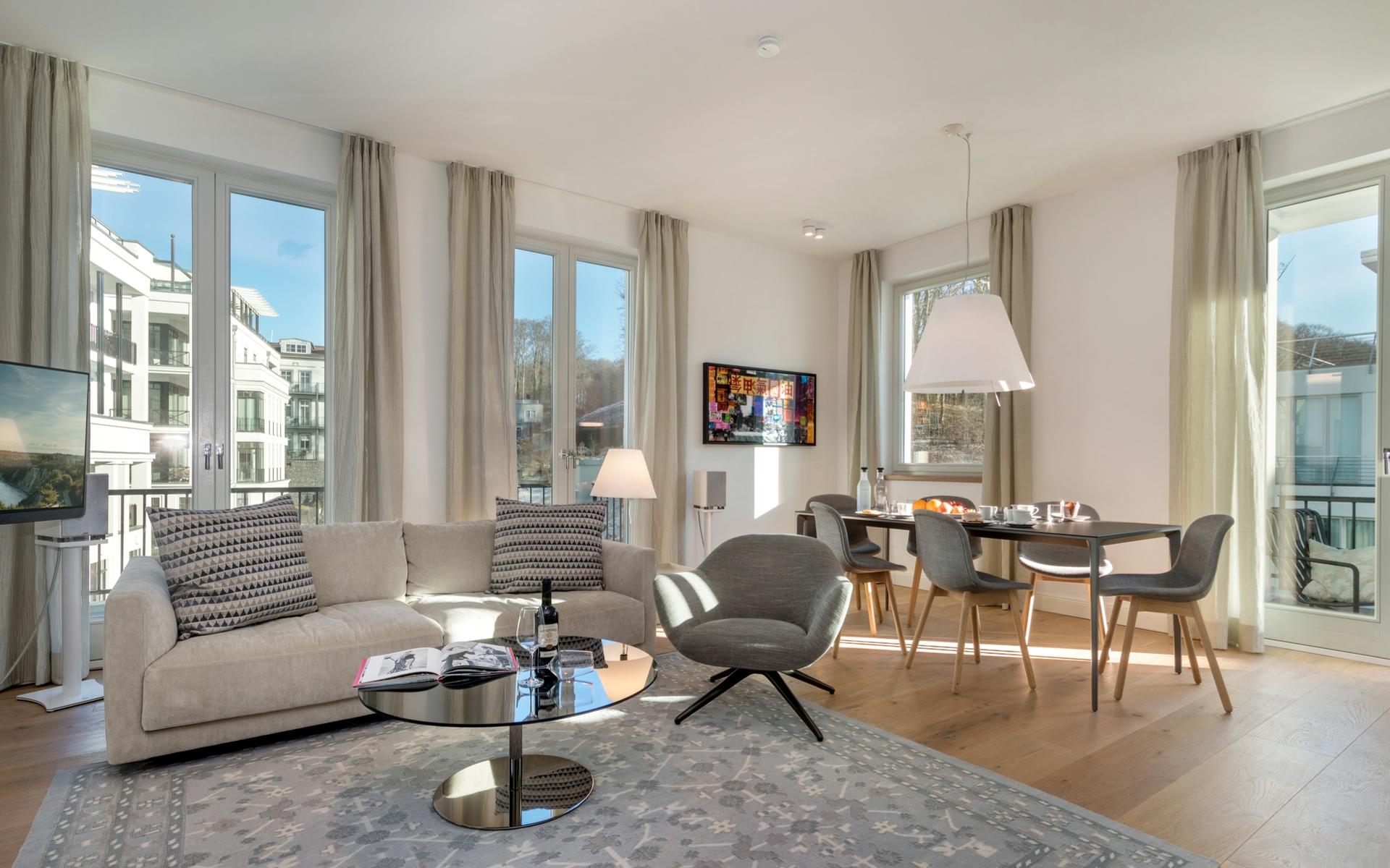 Hans G. Bock richtet auch Ferienhäuser ein: Stilvolle und funktionale Wohnzimmer sind selbstverständlich.